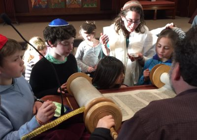 Torah repair & sofrut workshop with Laura Bellows